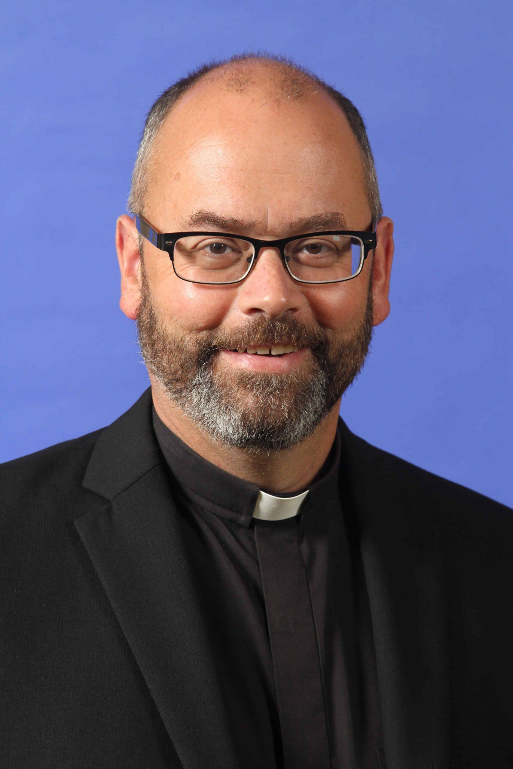 Rev. Paul Moreau : Pastor