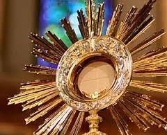 monstrance with the consecrated host